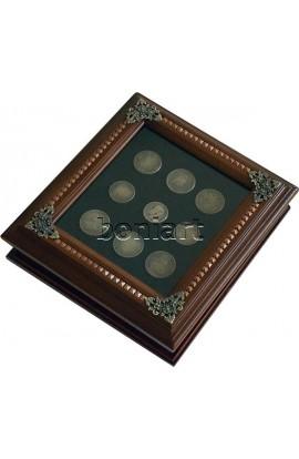 Ключница настенная в державном стиле Царский рубль с репликами монет.