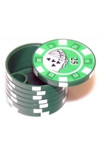 Пепельница портативная в виде стопки покерных фишек с номиналами.
