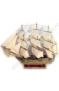 Декоративная модель корабля Виктори.